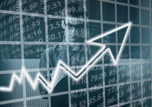 人民币贬值6大板块受益 两类QDII基金受